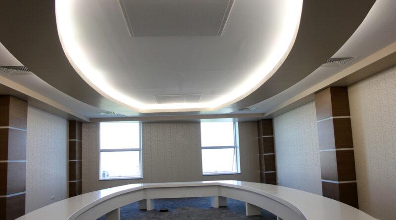 Podświetlanie sufitu w salonie