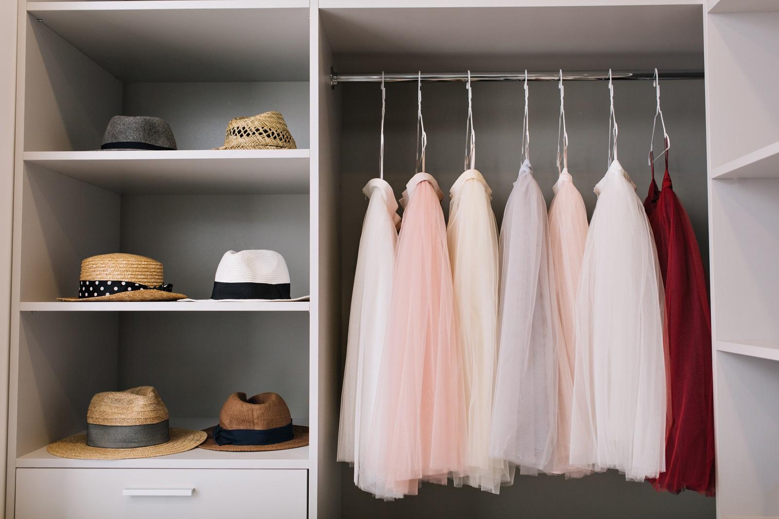 Jak zrobić garderobę - czy to się opłaca