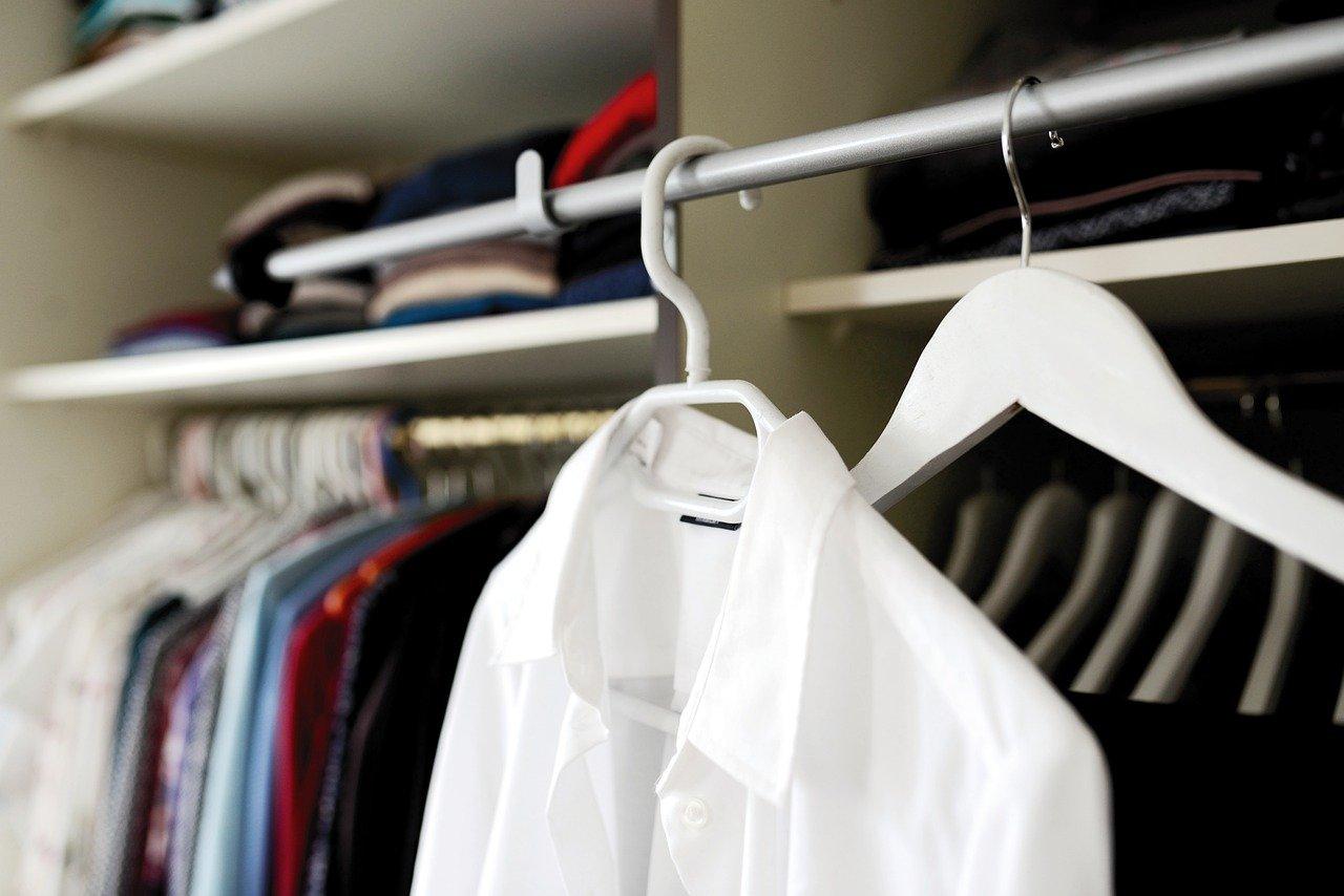 Jak zrobić garderobę tanim kosztem